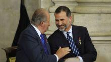"""Juan Carlos I se gastó 500.000 dólares en la luna de miel de Felipe y Letizia, que se hacían llamar """"señor y señora Smith"""""""
