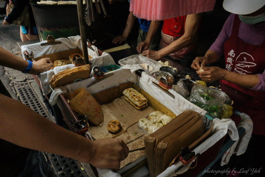 南機場夜市無名推車燒餅,南機場燒餅,台北燒餅推薦,萬華燒餅推薦,南機場夜市美食小吃,南機場人氣燒餅