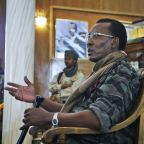 Rebels vow to take capital after Chadian president killed