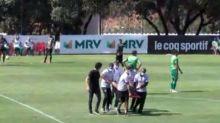 Diego Tardelli sofre trauma no tornozelo direito e preocupa o Galo