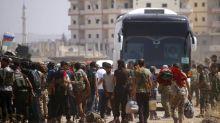 Los rebeldes sirios evacúan 'cuna' de la rebelión e Israel ataca en Alepo