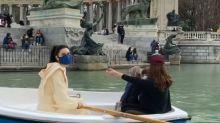 Pilar Rubio exhibe su fuerza con las barcas de El Retiro