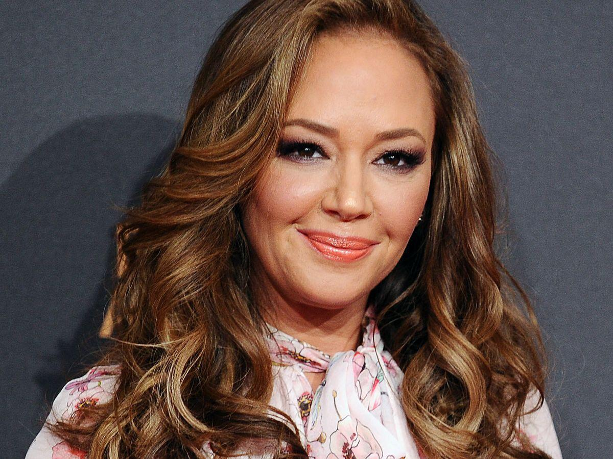 Leah remini bathrobe — photo 4
