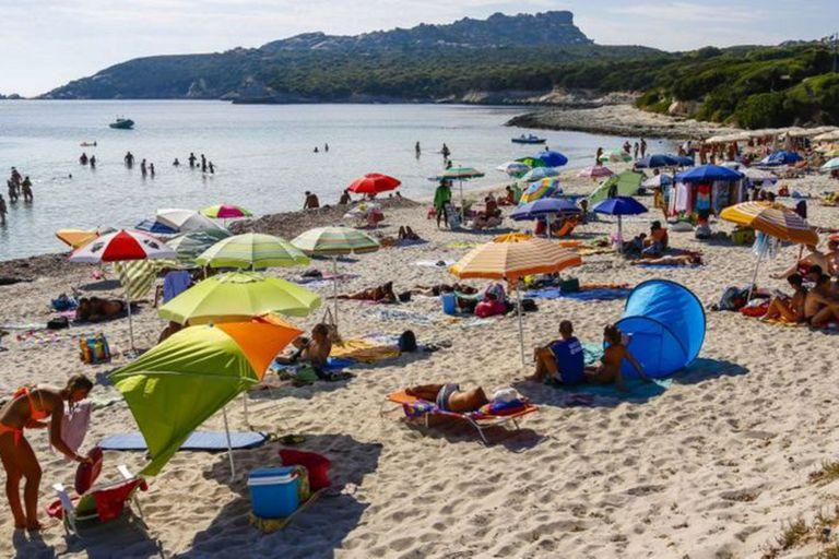 La arena blanca de las playas de Cerdeña es considerada un bien público.