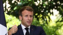"""Emmanuel Macron a """"viré sa cuti"""" : sa nouvelle doctrine face à la covid"""
