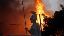 Les Athéniens invités à se confiner face à la progression des incendies