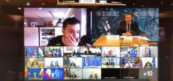 Periodista irrumpe en videoconferencia secreta de la UE