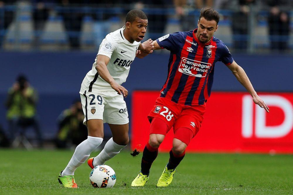 Angers-Monaco: non, Mbappé ne s'est pas changé par terre