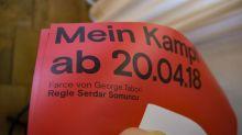 """Theater-Premiere von """"Mein Kampf"""": Skandal um Hakenkreuz-Aktion"""