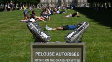 Déconfinement: lesFrançais renouent avec leurs parcs et jardins