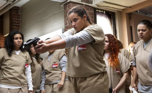 Jessica Pimentel as Maria and Dascha Polanco as Dayanara in Netflix's Orange Is The New Black.