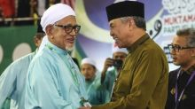 Najib backs Zahid over PAS courtship, but cautions against tie-up
