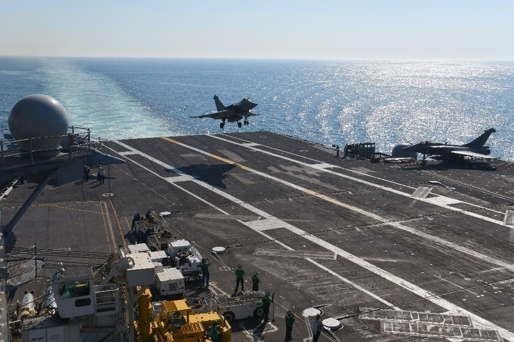 A French Navy Rafale jet lands on the deck of the USS George H.W. Bush aircraft carrier, while France's only carrier undergoes renovations (AFP Photo/Eric BARADAT)