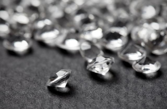 Nano-sized diamond thread may be a super-strong wonder material