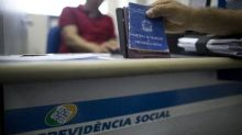 Aposentados e pensionistas do INSS que ganham salário mínimo recebem R$ 1.039 a partir de segunda-feira