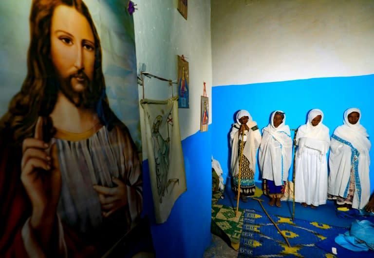 Ethiopian refugees at Christmas mass pray for return home