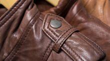 Descubre la utilidad del botón del hombro de tu chaqueta