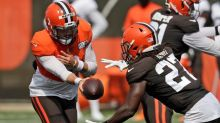 AP source: Browns, RB Kareem Hunt agree to 2-year extension