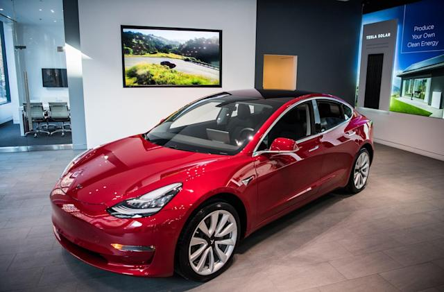 Tesla targets 2,500 Model 3s a week while posting largest quarterly loss