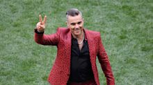 Die erste Enttäuschung der WM: Robbie Williams' Anzug
