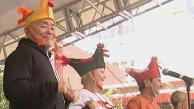 Raw: George Takei Leads 'Chicken Dance' in Ohio