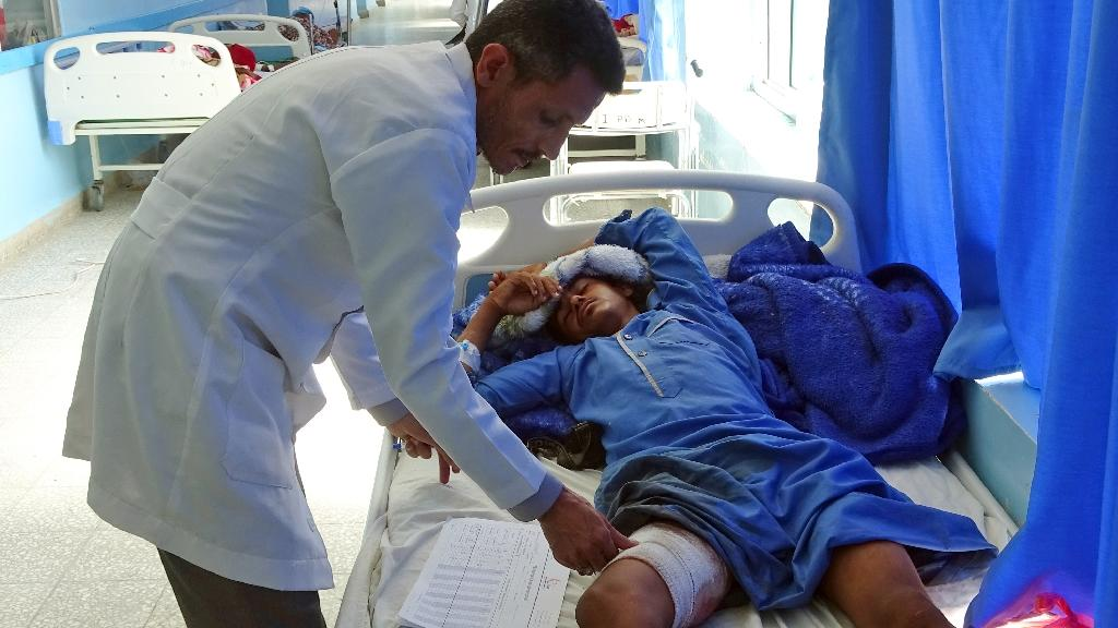 A Yemeni man, wounded in an air raid on a wedding party, receives treatment at a hospital in Hajjah province on April 23, 2018 (AFP Photo/ESSA AHMED)