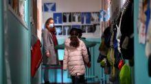 """Le port du masque obligatoire dès 6 ans : """"Comment voulez-vous apprendre à lire avec un masque ?"""""""