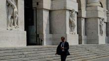 Borsa Milano negativa, vendute banche, tiene Banca Generali, Eni lieve calo