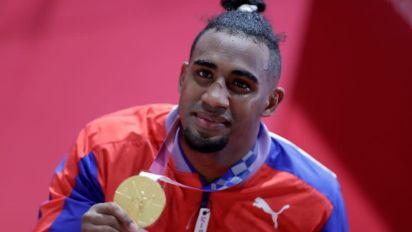 Arlen López gana el oro y pone a Cuba a la cabeza del medallero de boxeo