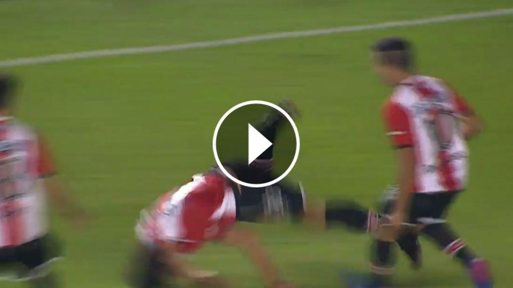 VIDEO: ¡Casi se mata! Aguirregaray metió el 2-1 y en el festejo se dio un golpazo