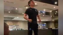 Foot - WTF - Pour son bizutage, Yuto Nagatomo (OM) fait le show