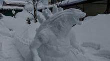 Snowman artist skilfully sculpts Godzilla, Catbus and Pokemon
