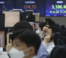 Global stock markets sink as inflation worries mount