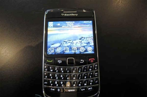 BlackBerry Bold 9700 gets handled, appreciated for its nuances