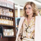 """Amanda Peet on the Tragedy of 'Dirty John: The Betty Broderick Story"""" and Not Playing Crazy"""