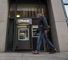 U.S. Banks Boost Aid to Customers as Federal Shutdown Drags On