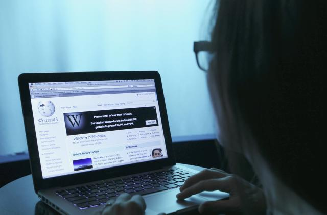 Wikipedia plans to charge large organizations using its encyclopedia