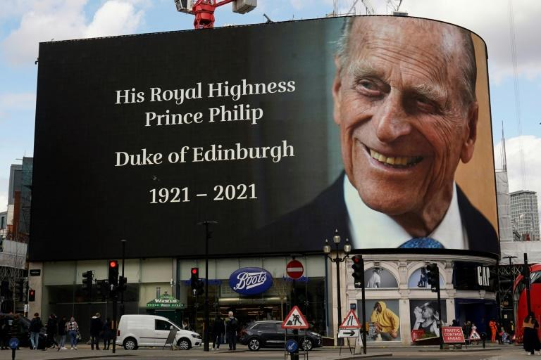 Rainha Elizabeth II enterra seu marido, o príncipe Philip