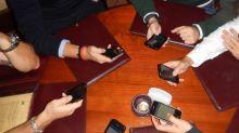 Los restaurantes se ponen las pilas contra los móviles