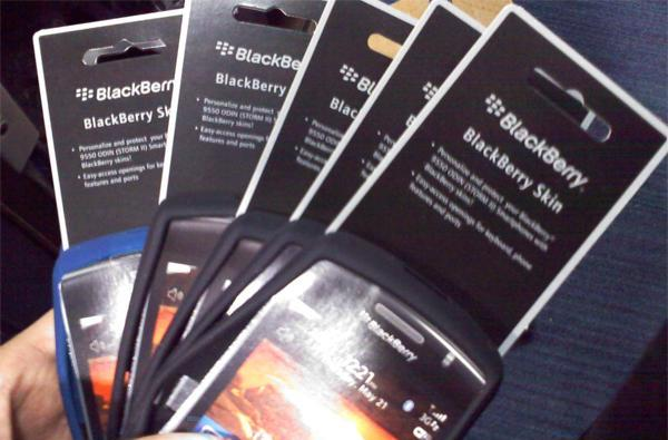 BlackBerry Storm 2 accessories roll into Best Buy