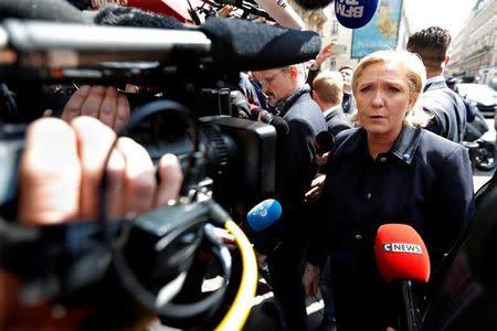 Le Pen encuentra un filón entre los pobres