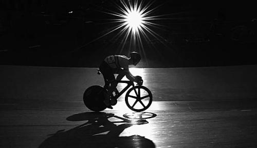 Radsport: Strasser knackt Bahn-Weltrekord über 24 Stunden