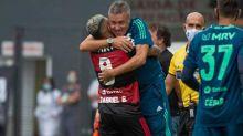 Abraço de Gabigol em Dome Torrent é uma força além dos gols no Flamengo