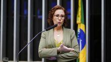 Após testar positivo para Covid-19, Carla Zambelli é internada em Brasília