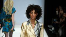 Berlin Fashion Week: Rebekka Ruétz punktet nicht nur bei den Models mit dem bequemsten Laufsteg