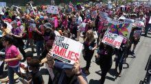 Manifestantes protestam contra prisão de migrantes na fronteira EUA-México