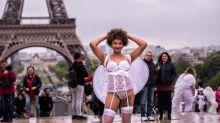 Paris: des femmes défilent au pied de la tour Eiffel pour plus de diversité dans la mode