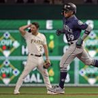 Mariners blank Pittsburgh after Pirates' Vázquez arrested