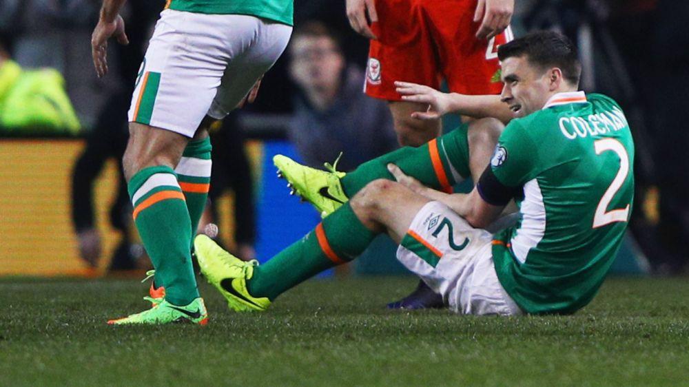 Koeman and Jagielka pay a visit to Everton leg break victim Coleman