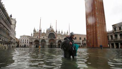 Historic flood devastates Venice, leaves 2 dead